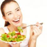 Ăn uống kỹ lưỡng trong khi niềng răng sẽ giúp giảm phần đau nhức, khó chịu và rút ngắn thời gian điều trị