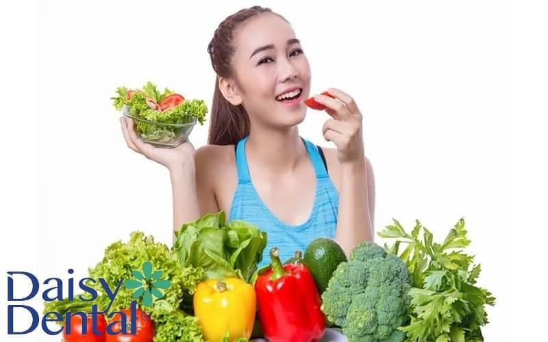 Bổ sung thực phẩm giàu vitamin và chất xơ để cải thiện tình trạng sưng lợi