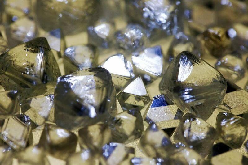 Đính kim cương vào răng là xu hướng thời trang độc lạ của giới trẻ