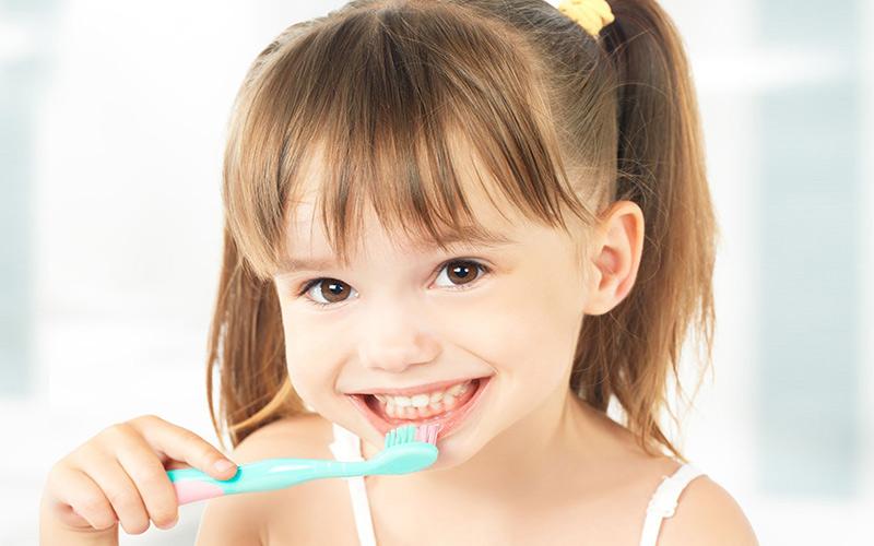 Trẻ vệ sinh răng miệng sơ sài dễ dẫn đến tình trạng sâu răng sữa