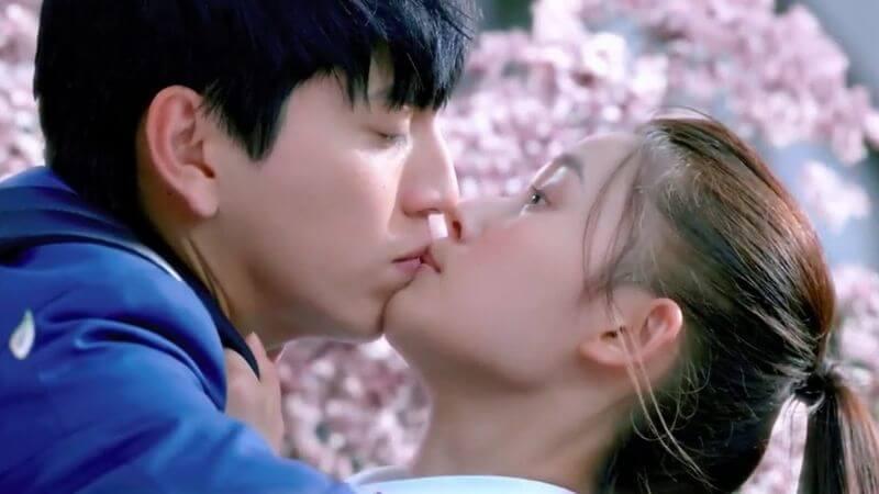 Bắt đầu thật chậm để không gây chấn thương khi hôn