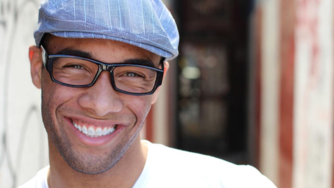 Nên niềng răng để khắc phục những tình trạng răng lệch lạc làm nụ cười kém duyên