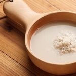 Đánh răng bằng nước vo gạo là cách tẩy trắng răng tại nhà hiệu quả nhất