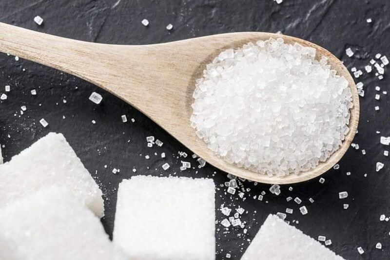 Hỗn hợp muối và đường có tác dụng ngăn ngừa viêm khuẩn, tẩy trắng các cặn vôi trên chân răng